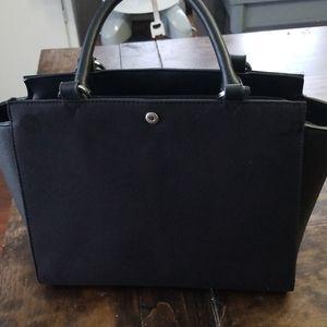 Interchangeable handbag